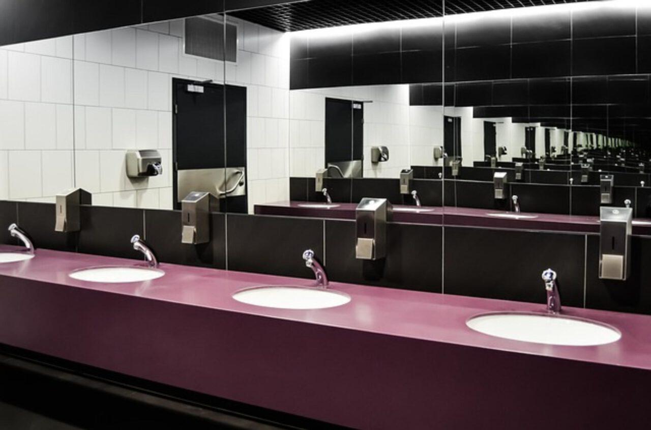 Mozaika łazienkowa w obiektach publicznych