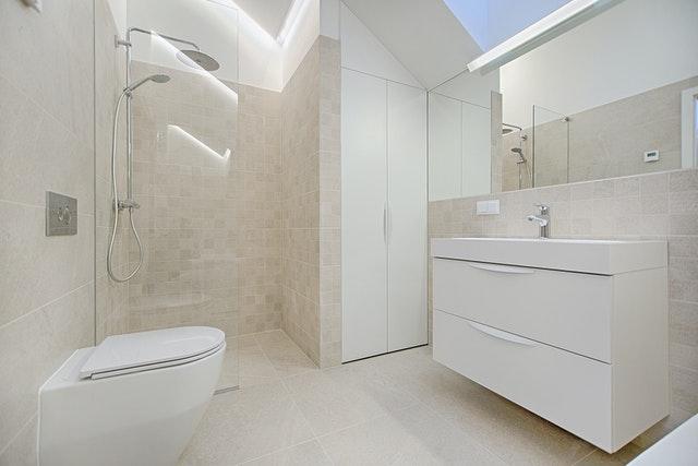 Kupujemy panel prysznicowy – na co zwracać uwagę?